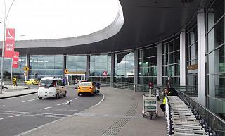 Вход в международный терминал аэропорта Богота Эльдорадо