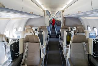Passazhirskiy salon samoleta Airbus A321LR aviakompanii TAP Portugal 67/5000 Passenger cabin of Airbus A321LR TAP Portugal