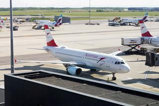 Airbus A320 OE-LBW Austrian airlines at Vienna airport