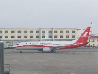 Боинг-737-800 Шанхайских авиалиний в аэропорту Харбина