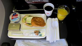 Второе питание на рейсе Японских авиалиний Гонолулу-Токио