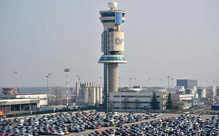 Диспетчерская башня в аэропорту Милан Мальпенса
