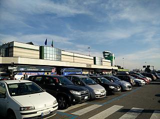 Пассажирский терминал и диспетчерская вышка аэропорта Бергамо Орио Аль Серио