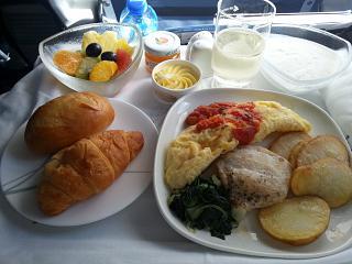 Питание бизнес-класса на рейсе Алматы-Караганда авиакомпании Air Astana