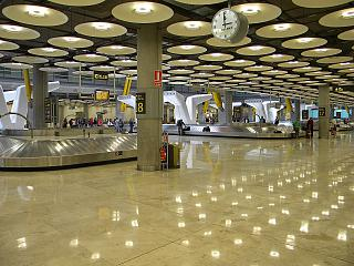 Baggage claim in terminal 4 of Madrid-Barajas airport