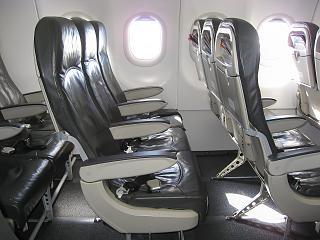 Кресла экономического класса в самолете Airbus A319 авиакомпании Bulgaria Air
