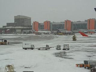 В аэропорту Шереметьево - вид на терминалы E и F