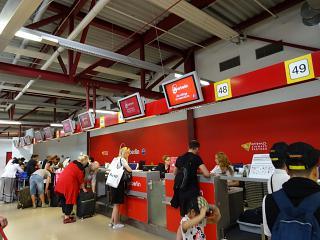 Стойки регистрации авиакомпании Air Berlin в терминале C аэропорта Берлин Тегель