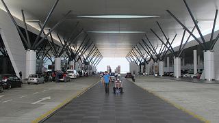Входы в лоукост-терминал KLIA2 аэропорта Куала-Лумпур