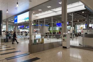 В чистой зоне аэропорта Женева