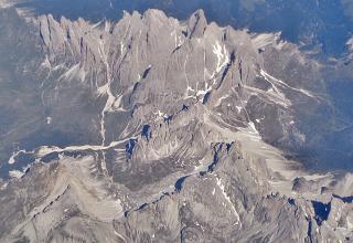 Вид сверху на Французские Альпы вскоре после взлета из аэропорта Ниццы
