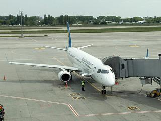 Embraer 190 Ukraine International airlines at Boryspil airport