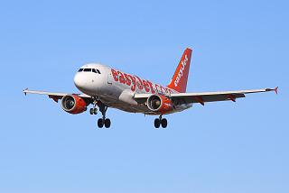 Airbus A319 reg. G-EZIS of the airline easyJet before landing at Salzburg airport
