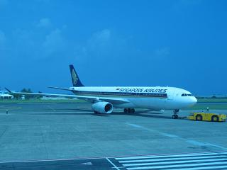 The Airbus A330-300 of Singapore airlines in male airport