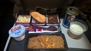 Бортовое питание на рейсе Катарских авиалиний Кларк-Доха