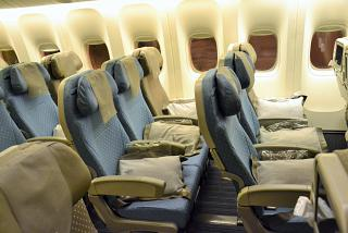 Seat economy class in Boeing 777-300s from Singapore airlines