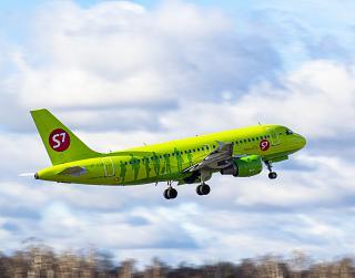 Airbus A319 VP-BTO авиакомпании S7 Airlines взлетает в аэропорту Домодедово