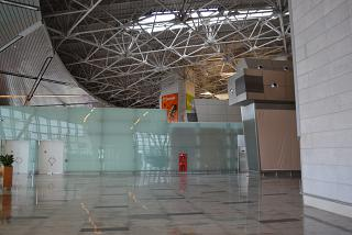 Partition separating the hall of domestic and international flights in terminal A of Vnukovo airport