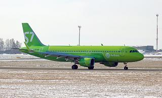 Airbus A320 VP-BOG S7 Airlines in the airport of Irkutsk
