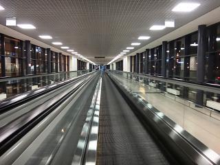 Переход из Терминала D в E в аэропорту Шереметьево