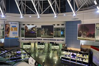 Паспортный контроль на входе в нешенгенский сектор вылета в аэропорту Вильнюс