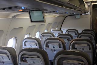 Салон бизнес-класса в самолете Airbus A319 авиакомпании Finnair