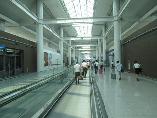 The transition from boarding gates at the airport Seoul Incheon
