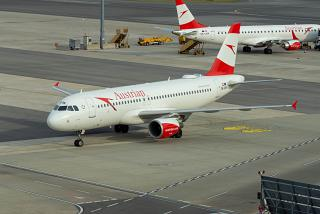 Airbus A320 OE-LBW Austrian airlines at the airport Vienna Schwechat