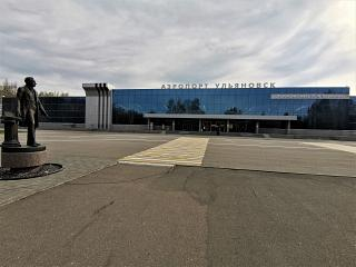 The area in front of the terminal of the Ulyanovsk airport named after Karamzin (Baratayevka)