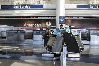 Stand self service check-in American airlines