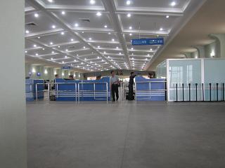 Паспортный контроль в старом терминале аэропорта Пхеньян