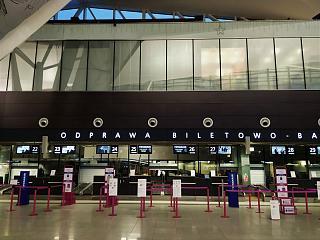 Стойки регистрации в аэровокзале аэропорта Гданьск