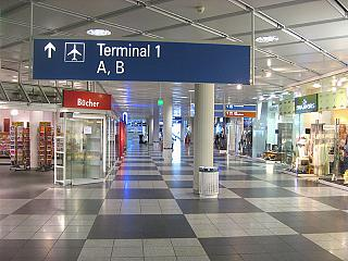 The transition between terminal 1 and terminal 2 of Munich airport