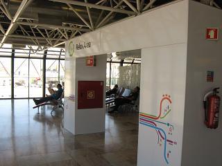 Relax зона в терминале 1 аэропорта Лиссабон Портела