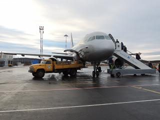 Passengers boarding and baggage loading into the aircraft Airbus A319 in Murmansk