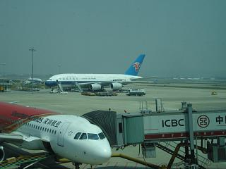 Airbus A380 Китайских Южных авиалиний в аэропорту Гуанчжоу