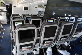 Салон премиум-эконом класса в Боинге-747-8 авиакомпании Lufthansa