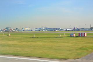 Вид со взлетной полосы на терминал D аэропорта Шереметьево
