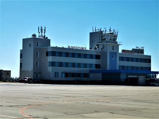 View from the apron to the terminal of the Naryan-Mar airport