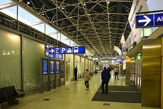 Внутри Терминала 1 аэропорта Хельсинки Вантаа