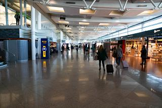 Shopping gallery in the clean area of the airport of Porto