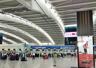 Стойки регистрации Британских авиалиний в Терминале 5 аэропорта Хитроу в Лондоне