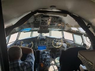 The cockpit in the Il-18