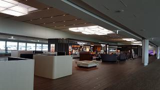 Кафе и зона отдыха в чистой зоне аэропорта Токио Нарита