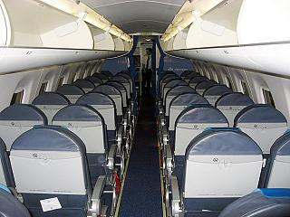 Салон самолета Embraer 190 авиакомпании KLM Cityhopper