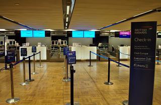 Стойки регистрации Британских авиалиний в терминале Т2 аэропорта Хельсинки Вантаа