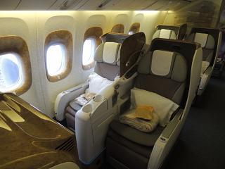 Салон бизнес-класса в Боинге-777-300 авиакомпании Emirates