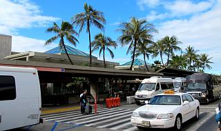 The entrance to the terminal of Honolulu airport