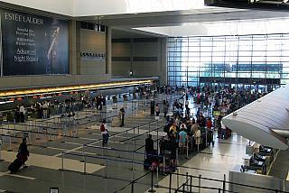 Зона регистрации на рейсы в международном терминале аэропорта Лос-Анджелес