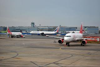 Вид на аэровокзал Домодедово со стороны перрона